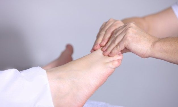 DIY Foot Reflexology: 7 Pressure Points To Reduce Stress And Send Your Metabolism Through The Roof For Easy Weight Loss