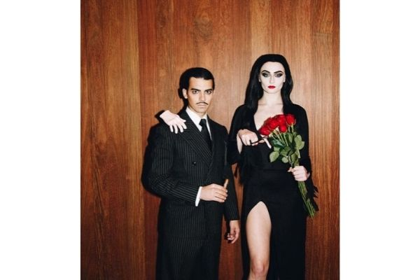 morticia-addams-couples-halloween-costumes