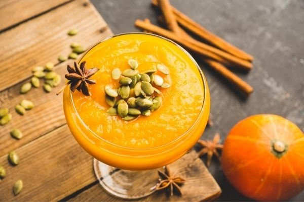 fall-drinks-pumpkin-pie-martini-fall-cocktails