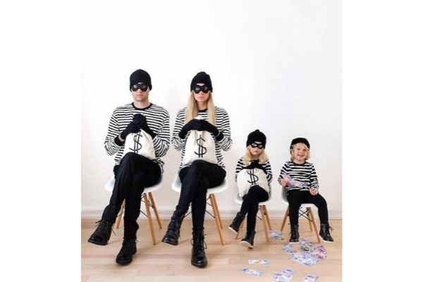 clever-family-halloween-costume-idea