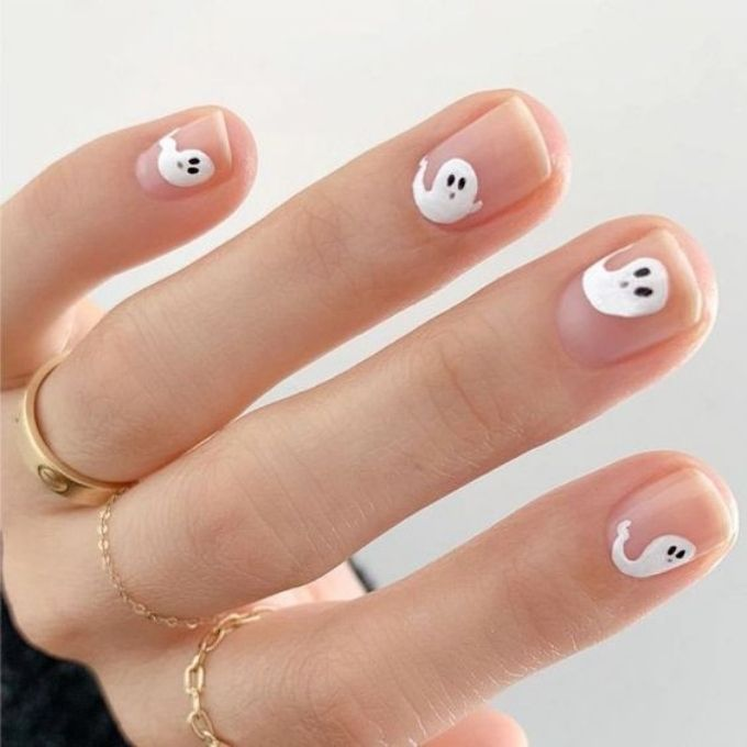 ghost easy halloween nails design
