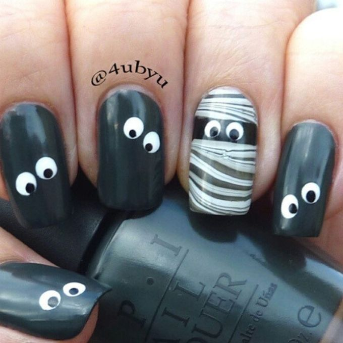 mummies Halloween nail design