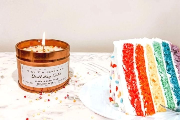 cake scented candle, easy DIY craft to make and sell