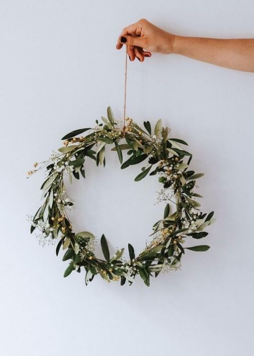 minimalist mistletoe wreath