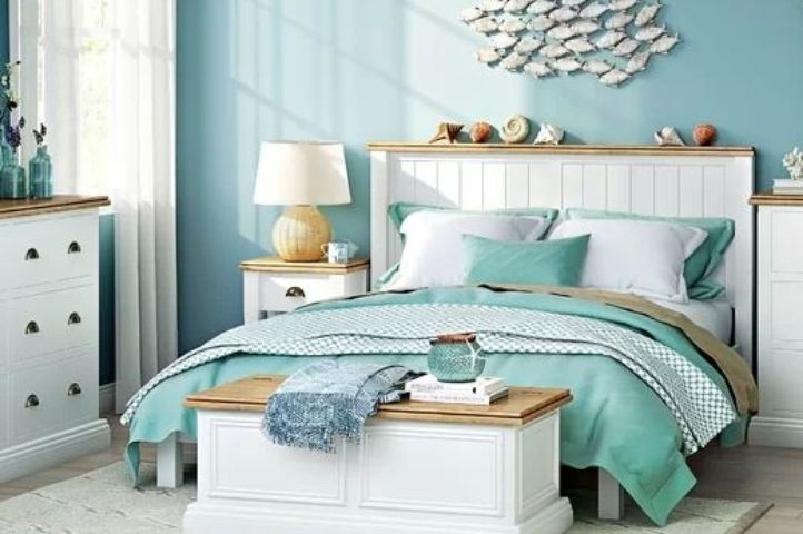 underwater themed bedroom with seashore accessories